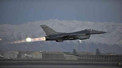 """США нанесли авиаудары в Афганистане из-за наступления """"талибов"""""""