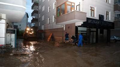 Машины плывут по улицам: черноморское побережье Турции накрыло мощное наводнение