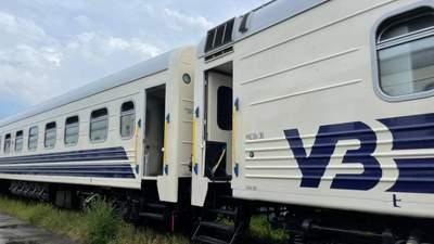Вакуумні туалети, USB-розетки, кнопка виклику провідника: Укрзалізниця показала оновлені вагони