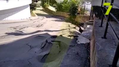 В Одесі може обвалитися набережна: вкрилася тріщинами та ямами – відео