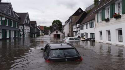 Германию снова накрыли дожди: население готовят к эвакуации