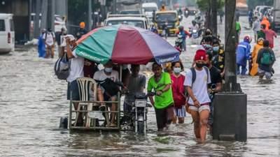 Сильні зливи затопили Філіппіни: тисячі людей евакуювали