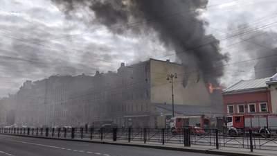 Масштабна пожежа спалахнула у Санкт-Петербурзі: є постраждалі – відео