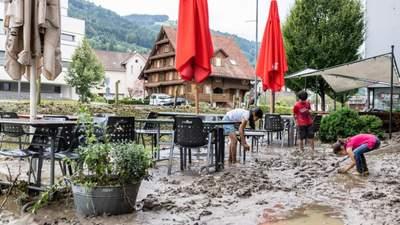 Купи багнюки і сміття: Швейцарію сильно затопило вслід за Бельгією – відео, фото