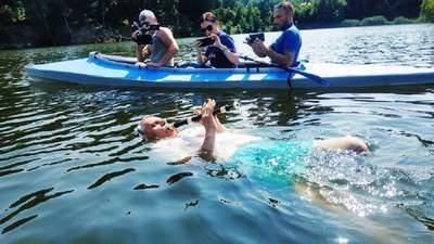 Заплыв с одновременной игрой на флейте: житель Харьковщины установил необычный рекорд – фото