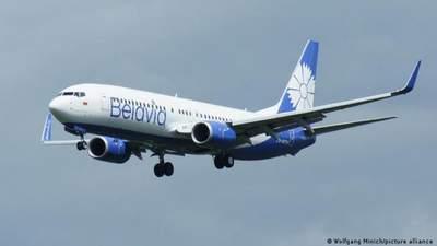 Літак Belavia, який подав сигнал лиха, приземлився на 1 двигуні: компанія назвала причину