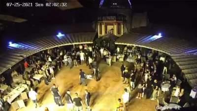 В клубе в Днепре избили до бесчувствия людей: охрана не вмешивалась – видео