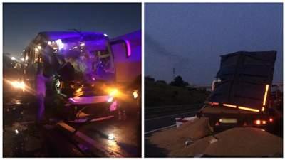 Смертельное ДТП на трассе Киев – Одесса: рейсовый автобус столкнулся с грузовиком