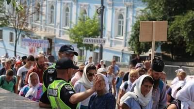 Крестный ход УПЦ МП в Киеве: паломники не надели маски и не держат дистанцию – фото, видео
