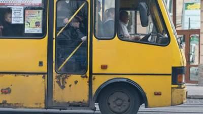Без шансону та прокурених салонів: Київ змінив правила для маршрутників