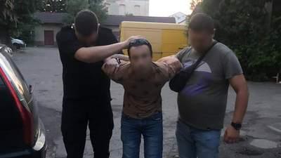 Во Львове задержали мужчину, который порезал девушку и бросил ее умирать