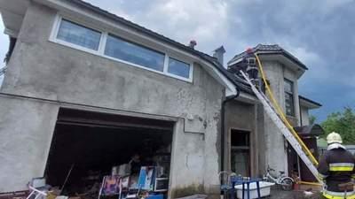 Чудом успели выскочить: в доме, в который врезался самолет на Прикарпатье, были женщина и дети