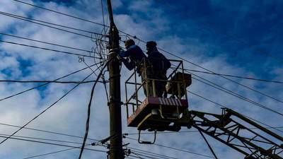 Последствия непогоды: жители более сотни населенных пунктов Украины остались без света