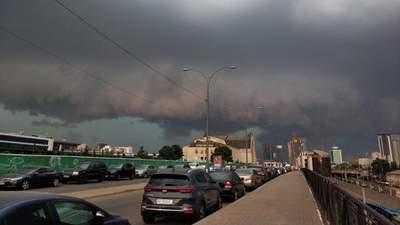Комунальники готуються до підтоплень: на Київ знову насувається гроза
