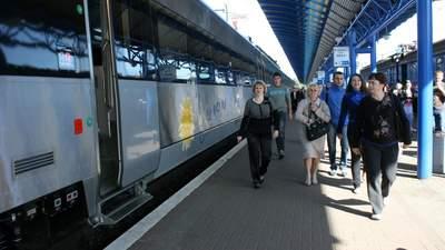Укрзалізниця призначила 4 додаткові потяги на Південь