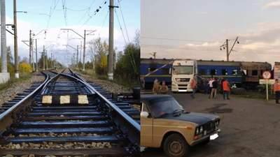 Через аварію на залізничному переїзді під Полтавою затримуються потяги: фото з місця ДТП