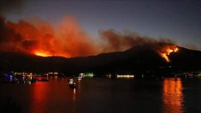 Пожары в Турции 30 июля: более полутора тысяч гектаров в огне, туристы ночуют на пляжах