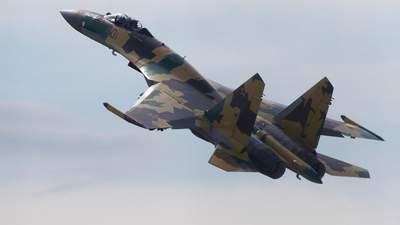 В России во время тренировочного полета разбился военный самолет Су-35