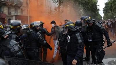 Массовые протесты и драки с полицией во Франции: люди разгневаны санитарными пропусками – видео