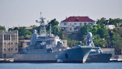 """Окупанти підняли триколор над захопленим українським кораблем """"Костянтин Ольшанський"""""""