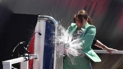 """Бутылку разбили с третьей попытки: видео курьезного """"крещения"""" новой субмарины флота США"""