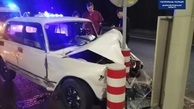 У Дніпрі водій скоїв ДТП, врізався у стовп та заснув: був п'яним