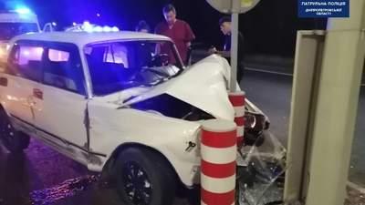 В Днепре водитель совершил ДТП, врезался в столб и заснул: был пьян