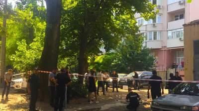 Кілер убив чоловіка посеред дня в Одесі: відео 18+