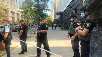 Полиция начала спецоперацию из-за захвата здания Кабмина: фото, видео
