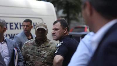 Захвативший Кабмин мужчина сдался после разговора с товарищем, – полиция