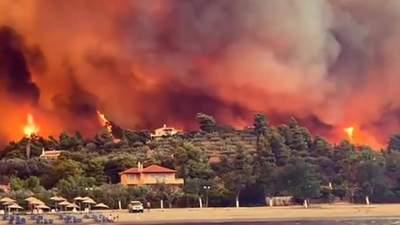 В Греции пылают масштабные пожары: людей эвакуируют морем – видео