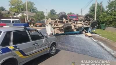 На Хмельнитчине перевернулся молоковоз, погиб 4-летних мальчик: водитель был пьяным