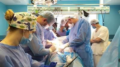 Крізь 5-тисантиметрову щілину між ребрами: у Львові провели 2 унікальні операції на серці