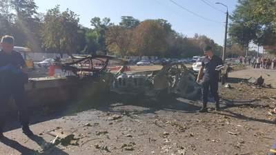 Вибух авто в Дніпрі: загинули 2 людей, поліція каже про теракт