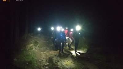 В Карпатах произошел взрыв в костре туристов: 2 человека погибли, 4 пострадали