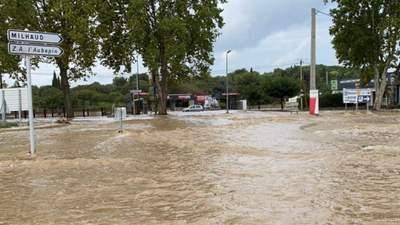 Во Франции высокая вода уносит жизни: видео и фото масштабных наводнений