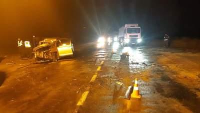 Смертельне зіткнення кросовера та вантажівки на Сумщині: загинули кілька осіб