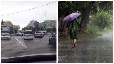 Одесу накрила злива: вулиці перетворились на ріки – фото й відео потопу