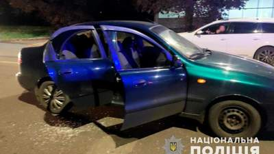 В Черновцах мужчина стрелял в авто, в котором были 3 детей