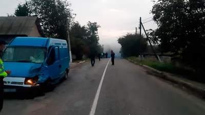 Смертельное столкновение мотоцикла и микроавтобуса на Буковине: погибли двое юношей