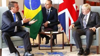 Джонсон переконував антивакцинатора президента Бразилії зробити щеплення