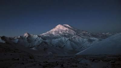 На Эльбрусе застряла группа альпинистов: пятеро из них погибли