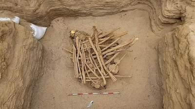 В Перу рабочие газовой компании обнаружили древнее захоронение: фото находки