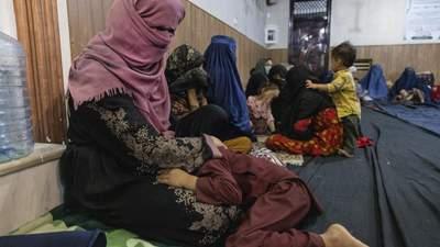 Без світла та ліків: афганські жінки народжують при талібах у жорстоких умовах