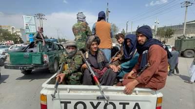 Талибы казнили и вывесили тела предполагаемых преступников в центре города