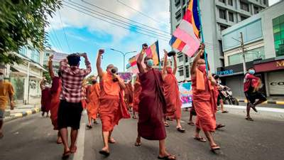 В Мьянме на протест вышли буддийские монахи: они озвучили свои требования