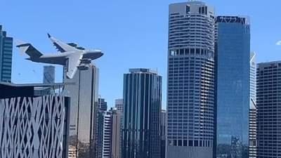 """""""Воспоминания по 11 сентября"""": в Австралии самолет пронесся между небоскребами – ужасающие фото"""