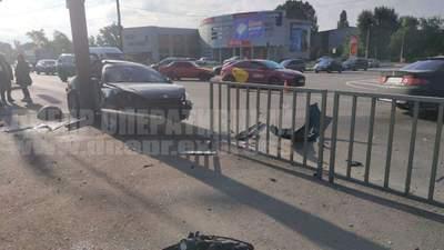 У Дніпрі Tiburon на швидкості влетів у Honda: є постраждалі