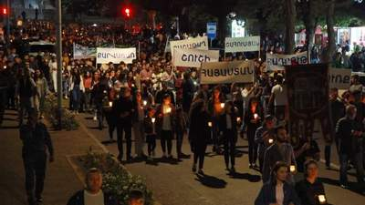 Собрались тысячи людей: в Ереване прошло массовое шествие с факелами – впечатляющие фото и видео