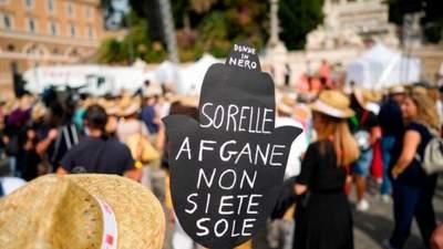 В Италии люди протестовали в поддержку женщин в Афганистане
